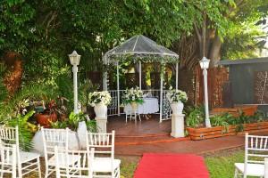 garden wedding tudor lodge-4